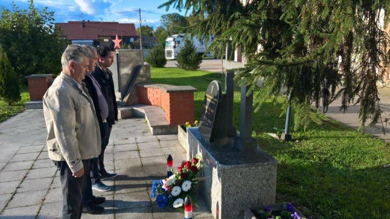 Polaganje vijenaca na spomenike branitelja Domovinskog rata povoDOm Dana državnosti