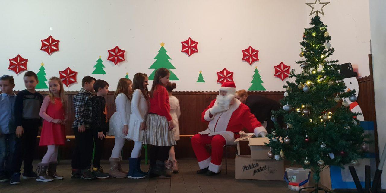 Fotografije sa Božićne priredbe i podjele darova 15.12.2019. – nedjelja, Društveni dom – Sveti Juraj u Trnju