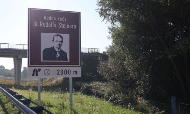 Postavljena smeđa signalizacija – RODNA KUĆA dr. STEINERA